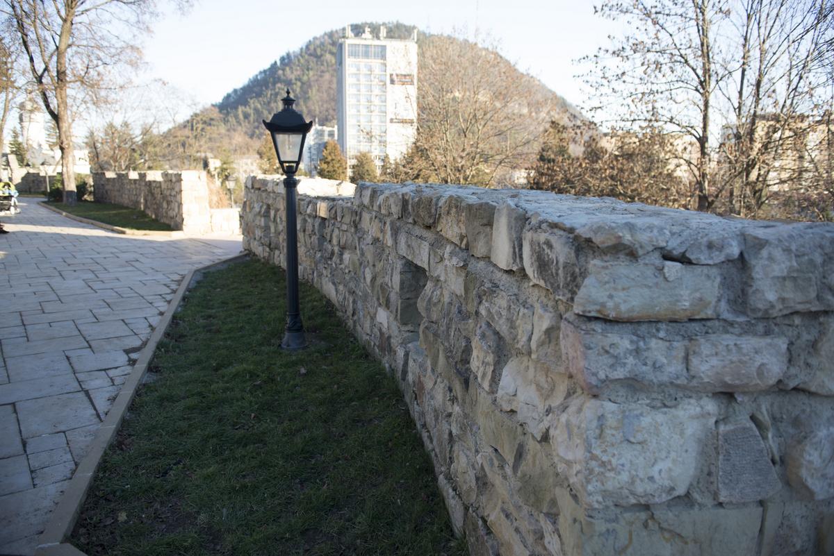 Cum fac un zid de piatră? Zidăria din piatră naturală